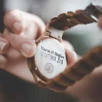 Houten horloge graveren